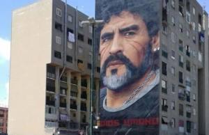 Un mural de Diego Maradona en Nápoles (Foto: Alessandrobottone, CC BY-SA 4.0 - Archivo)