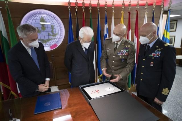 Mattarella junto a los jefes de las Fuerzas Armadas (Foto: Quirinale)