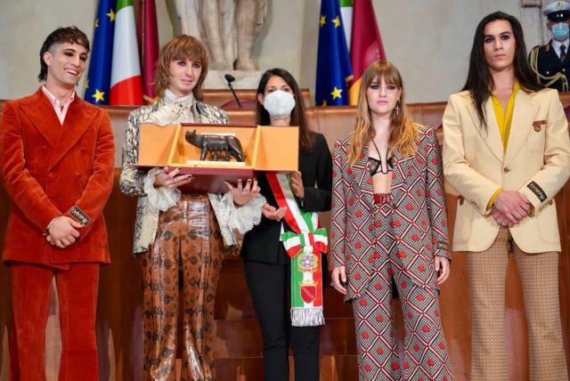 Condecoran a Maneskin en Roma (Foto: Facebook Virginia Raggi)
