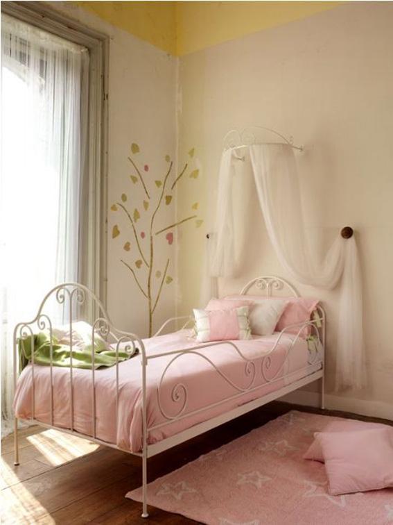 Una cama de forja en un verano de cambios ahora tambi n mam for Cama forja ikea