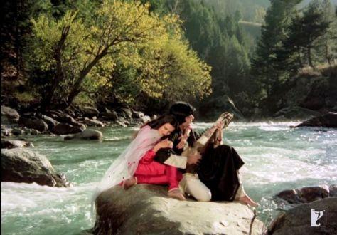 Amitabh Bachan romances Rekha on the banks of the Lidder river in Pahalgam