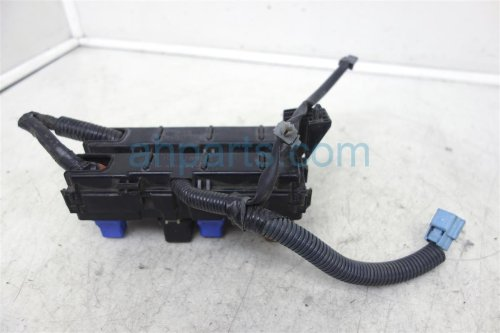 small resolution of  2002 nissan pathfinder fuse housing relay box 24383 51e01 replacement