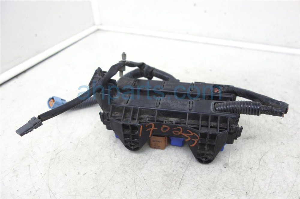medium resolution of 2002 nissan pathfinder fuse housing relay box 24383 51e01 replacement