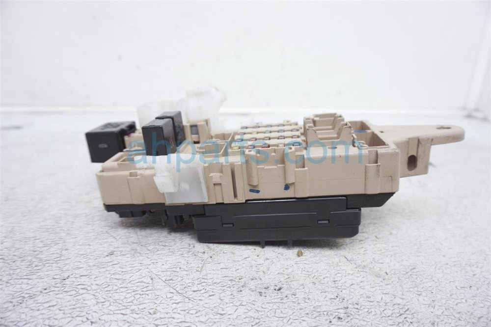 medium resolution of  1999 lexus gs 400 driver cabin fuse box 82731 30031 replacement