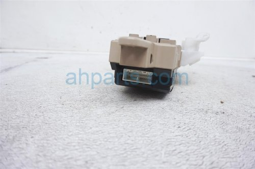 small resolution of  1999 lexus gs 400 driver cabin fuse box 82731 30031 replacement