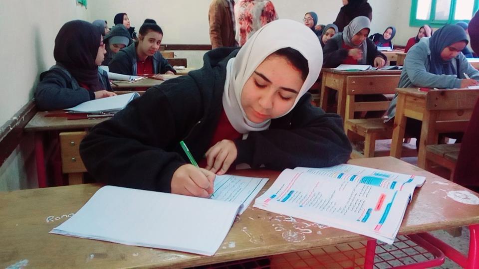 """""""التعليم"""" تكذب ما تم تداوله بشأن امتحان طلبة الصف الاول الثانوى ورقيا بدون التابلت"""