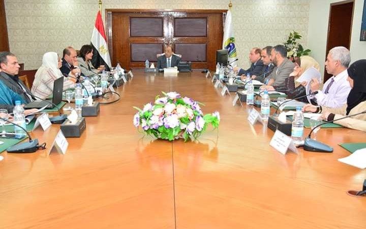 إجتماعاً بمقر الوزارة مع الدكتورة مني محرز نائبة وزير الزراعة للثروة الحيوانية