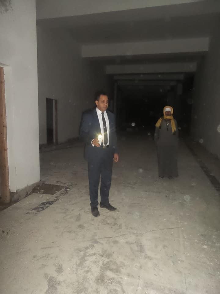 رئيس جامعة دمنهور يتفقد المبنى الإنشائي لكلية الهندسة بعد منتصف الليل