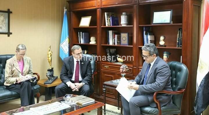 وزير الآثار يلتقي السفير التشيكي بالقاهرة