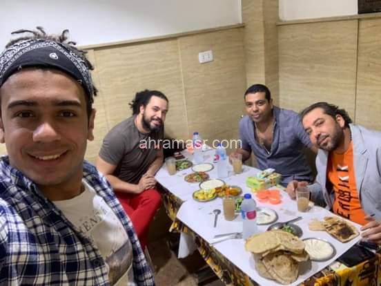 """عشاء يجمع بين المخرج """"عمر زكي """" و""""عبد الفتاح الجريني"""" و""""سعيد الإمام """" مدير روتانا."""