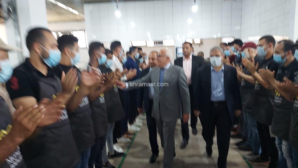 محافظ بورسعيد يتفقد مصنع مؤمن لإنتاج العطور والبخور بالمنطقة الصناعية