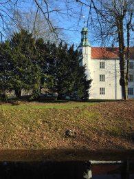Ahrensburger Schloss von der Seite – Foto: Mia