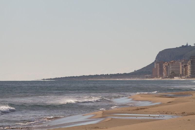 Costa de Urbanova y Arenales del Sol, con el Cabo de Santa Pola al Fondo.