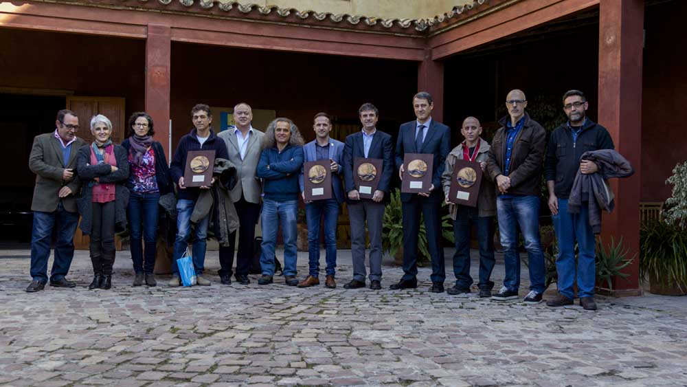 Foto de grupo de los premiados en el patio del CEACV (Consellería de Medio Ambiente)