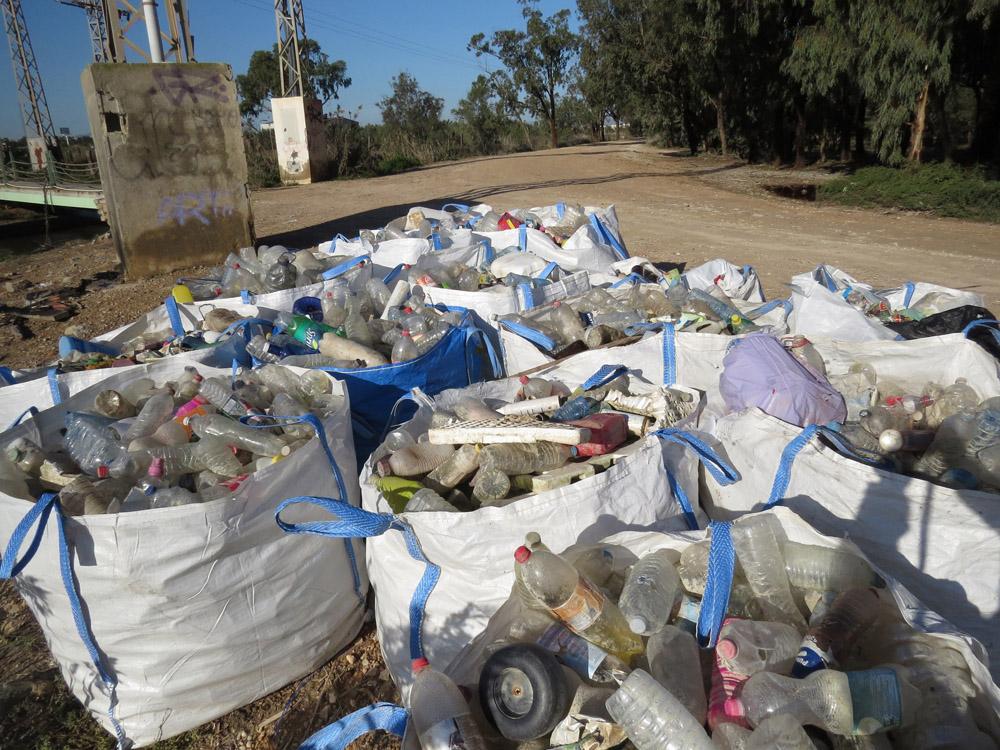 Residuos recogidos en la pantalla de flotantes y que todavía no han sido retirados a vertedero, fotografía del 22 de diciembre (S. Arroyo)
