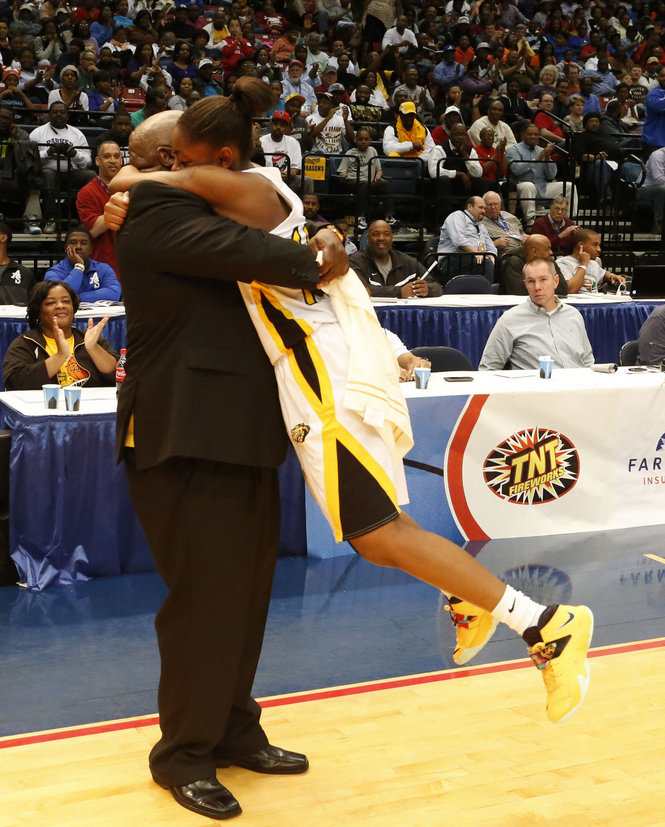 Wenonah Beats Pleasant Grove for  Coach Emanuel Bell's 500th Career Win