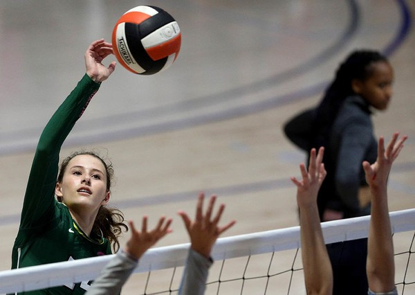 Mountain Brook Snaps McGill-Toolen's In-State Win Streak at 35 in Blalock Tourney Finals