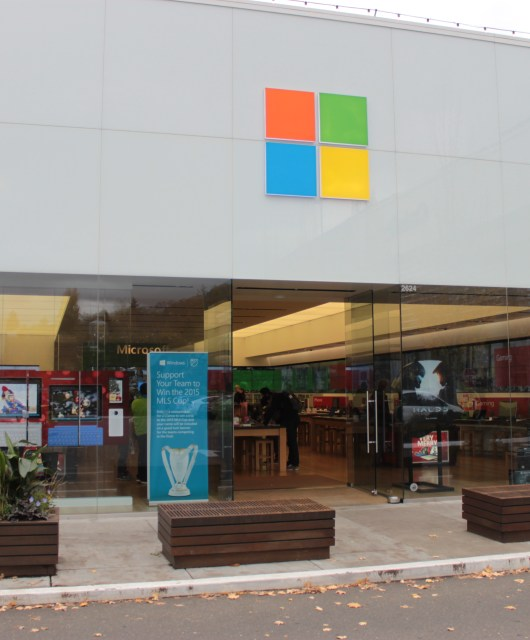 Microsoft_Store_University_Village,_Seattle,_WA_10.11.2015