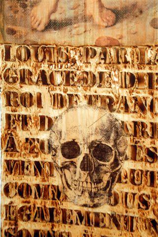 Amnesia Bruno Pedurand Installation de cinq panneaux de bois pyrogravés, huile, décalcomanies, clous, bougies - 2008 - Photo Dino Feigespan (détail)