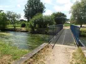 Le pont Miserey et le chemin du Moulin de Saint-Pierre, à Gravigny