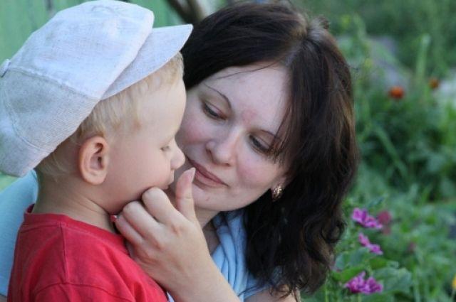 बच्चे को 3, 5, 6 और 7 साल में एक भाषण चिकित्सक दिखाया जाना चाहिए।