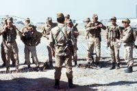 گروه SPN شوروی برای یک کار آماده می شود. افغانستان، 1988.