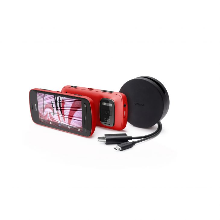 808-pureview-in-red-with-hdmi-cable