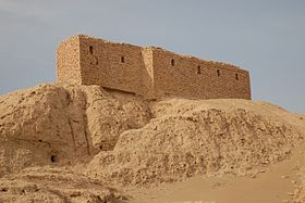 Ruins_from_a_temple_in_Naffur
