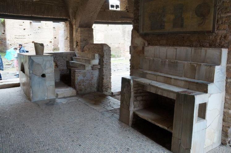 Un barcito de casi 2 mi años en Ostia Antica