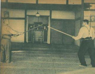 Una guardia clásica de juken jutsu