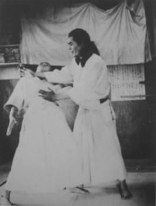 """""""La conexión de la intención y el cuerpo es el comienzo de Aiki"""". - Kanemoto Sunadomari"""