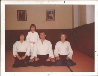 Sensei Jean-Marie Castillon con su Familia y Sensei J.Rojo, Dojo en Brignoles , Francia 1979