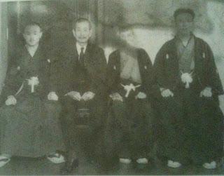 Ryuho Okuyama 奥山龍峰, Takeshi Maeda 前田武 y Minami Haizan (profesor de shiatsu de Okuyama)