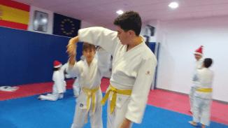 aikido-kids-infantil-y-juvenil-entrenamiento-navideno-2016-defensa-personal-aikido-aikikai-san-vicente-del-raspeig-al_108