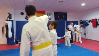 aikido-kids-infantil-y-juvenil-entrenamiento-navideno-2016-defensa-personal-aikido-aikikai-san-vicente-del-raspeig-al_96