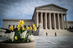 The Supreme Court of the United States outdoor photo by Phil Roeder from Des Moines, IA, USA, CC BY 2.0 , via Wikimedia Commons