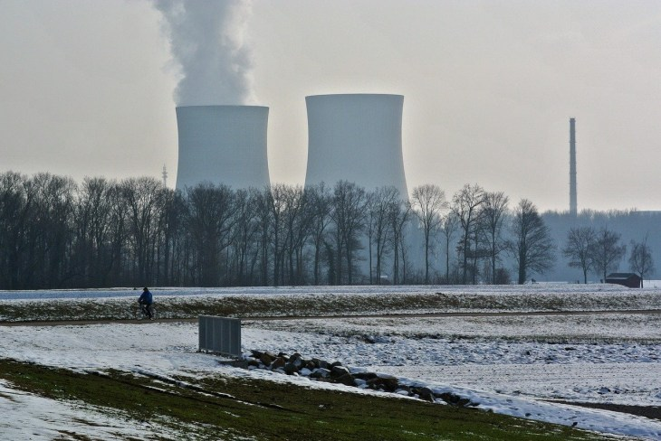Nuclear Power Plant Image by Markus Distelrath from Pixabay