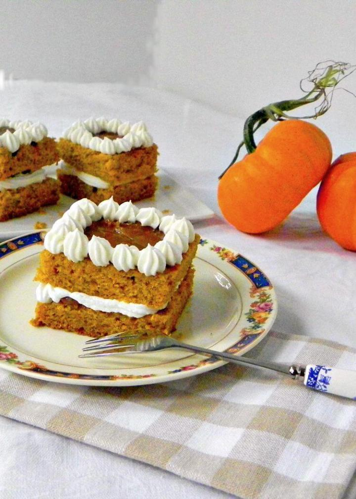 caramel-pumpkin-cake-feeding-big