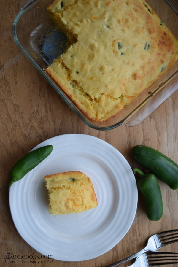 Fast and easy corn bread made with jalapenos and sharp cheddar. Recipe form aileencooks.com.