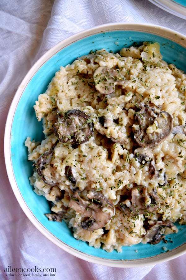 Enjoy a creamy and delicious mushroom and parmesan risotto without standing over the stove for 30 minutes. This instant pot risotto cooks in just 7 minutes - without any babysitting! This recipe is perfect for Meatless Monday, too! Recipe from aileencooks.com. healthy recipes, rice recipes, instant pot recipes, easy dinners, 30 minute meals.