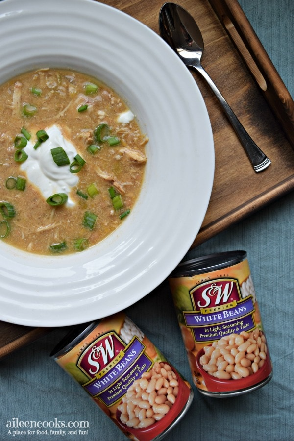 Instant Pot White Chicken Chili cooks in just 30 minutes in the instant pot electric pressure cooker. Tastes great and feeds a crowd!