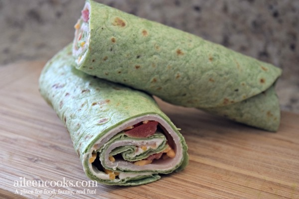 Make these turkey cream cheese roll ups with sharp cheddar, tomato, and green onion for a yummy and healthy lunch or as an appetizer for your next party!
