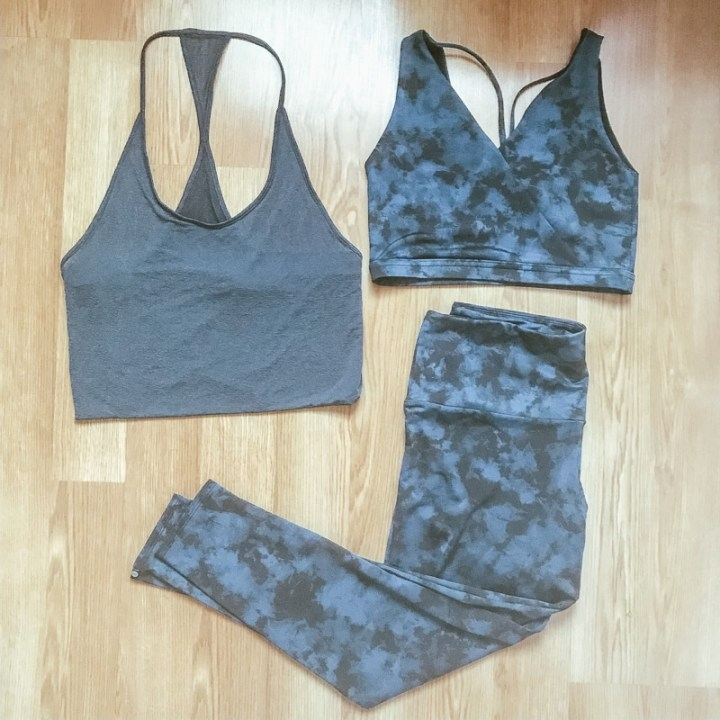 Yogaclub marketplace order. Blue leggings and bra with grey tank top.