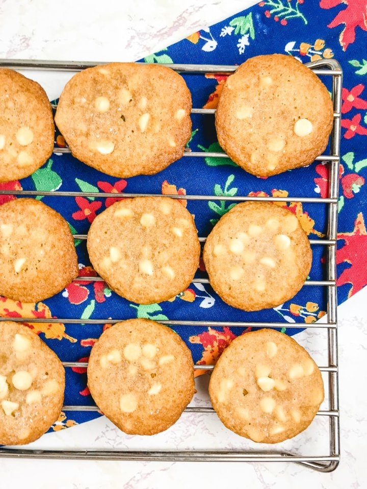 A cooling rack filled with salted caramel cookies.