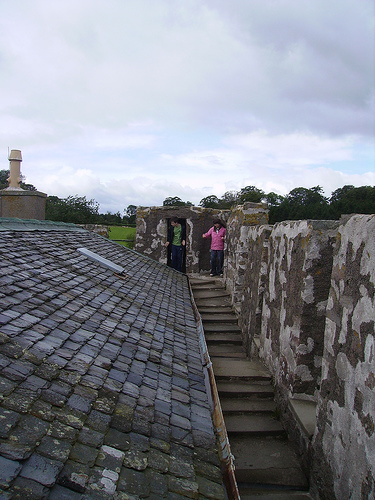 drum castle, one of the castles where you can go up on the roof!