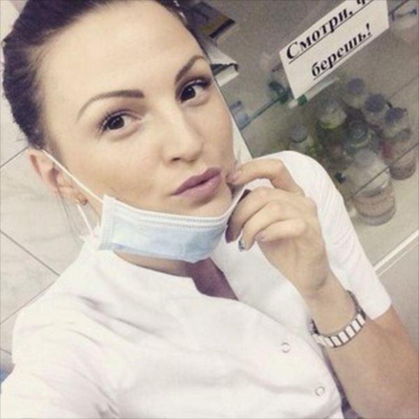 美人女医画像 17