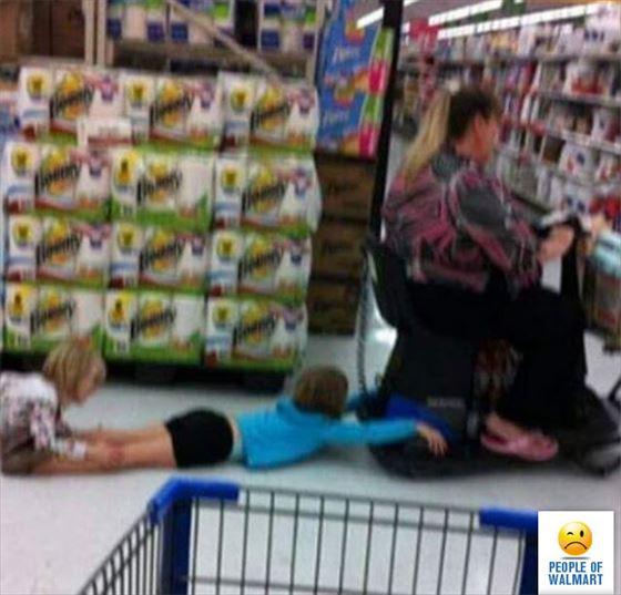 スーパーにいた変な人たち(ウォルマート)