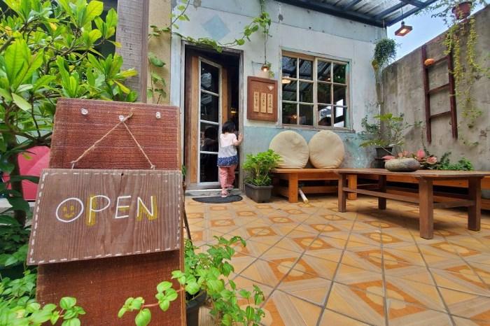 高雄咖啡店│咕便所 藏身在花與綠意中的老屋咖啡店-旗山老街周邊