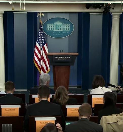 flag white house podium