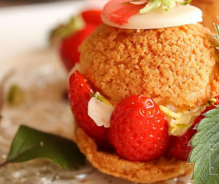 Choux à la fraise gariguette, crème fouettée et pistache {Battle Food #7}